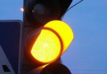 Верховный Суд не оправдал водителя за проезд на желтый сигнал светофора - today.ua