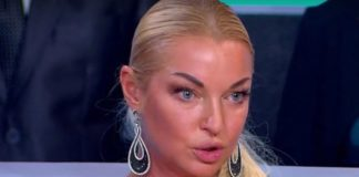 Закинула голые ноги на мужика: Волочкова показала, как проводит время со своим загадочным любовником - today.ua