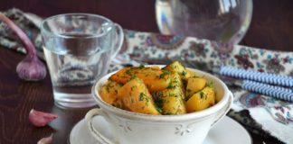 """Картопля в """"рукаві"""": простий рецепт смачного і бюджетного обіду - today.ua"""