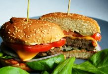Гамбургер з куркою і овочами: рецепт корисного фастфуду своїми руками - today.ua