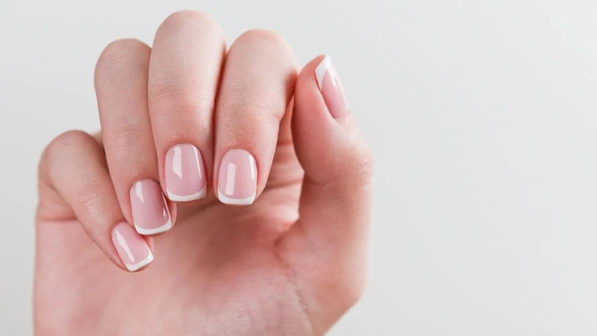 Експрес-манікюр в домашніх умовах: 3 способи надати нігтям ідеального вигляду - today.ua