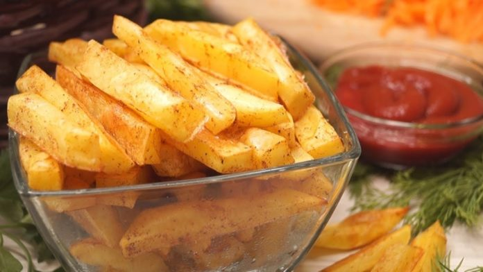 Картопля фрі в духовці без олії: простий рецепт улюбленої страви з Макдональдса - today.ua