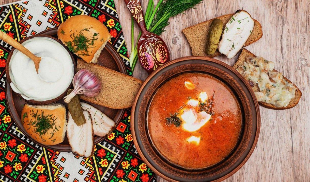 Класичний рецепт борщу: з салом і часником