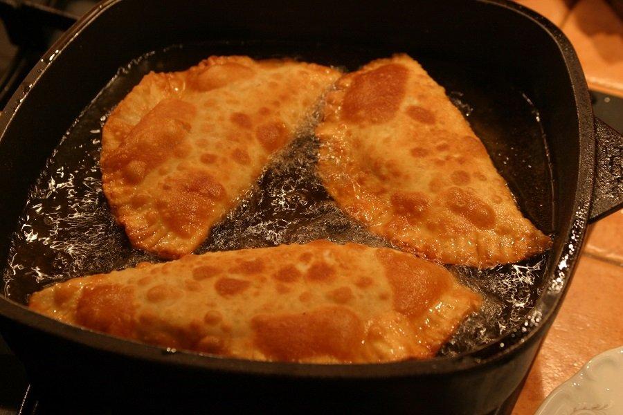 Чебуреки з м'ясом і зеленню: найкращий рецепт узбецької кухні