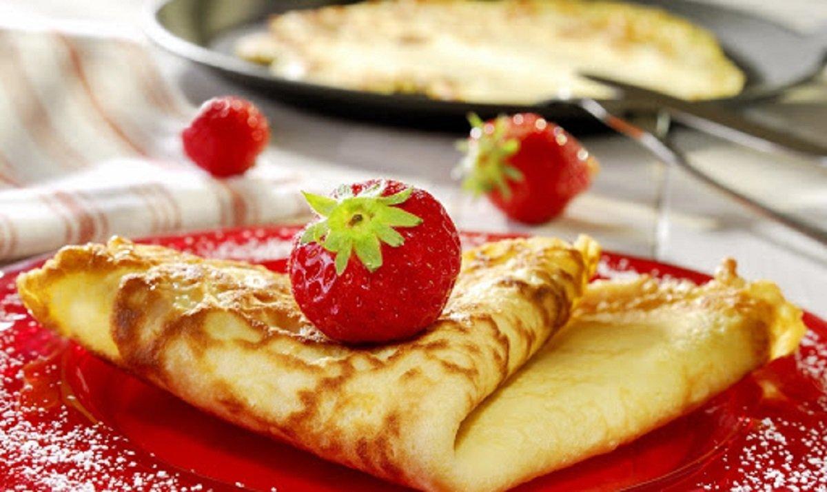 Мереживні млинці на кефірі: простий рецепт сніданку з різними добавками - today.ua