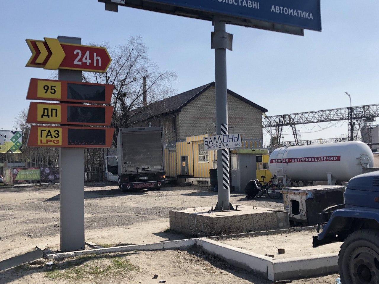 Показушная война закончилась: в Украине стали массово открываться нелегальные АЗС - today.ua