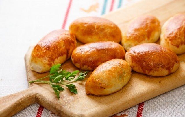 Пиріжки з картоплею за бабусиним рецептом: простий рецепт випічки нашвидкуруч