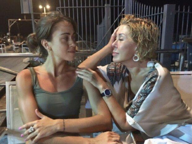 Донька Успенської лякає американських сусідів: заповзає в хату рачки - today.ua