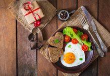 Ранковий раціон: що не варто їсти натщесерце і які продукти краще підійдуть на сніданок - today.ua
