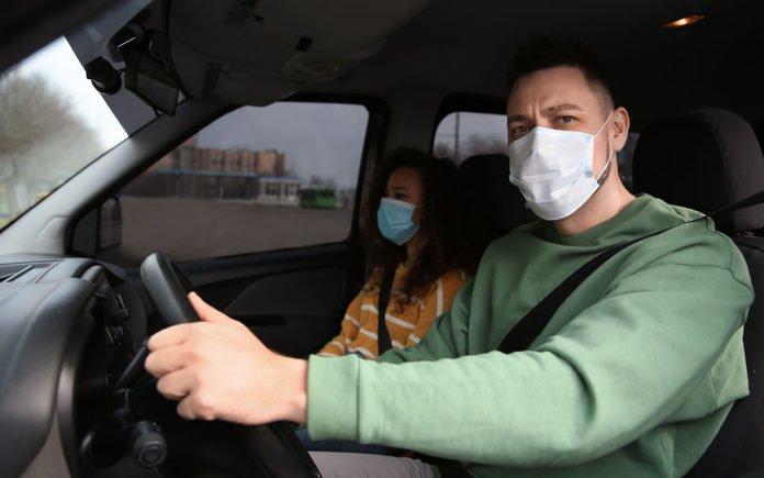 Коронавірус не виживе: вчені назвали найпростіший спосіб дезінфекції маски в машині - today.ua