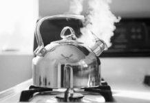 Чому воду для чаю можна кип'ятити лише один раз - today.ua