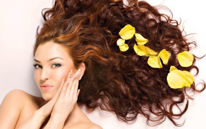 Маска для волосся з рицинової олії: унікальний засіб для відновлення пасм - today.ua