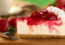 Клубничный йогуртовый торт без выпечки: простой рецепт десерта с сезонными ягодами - today.ua