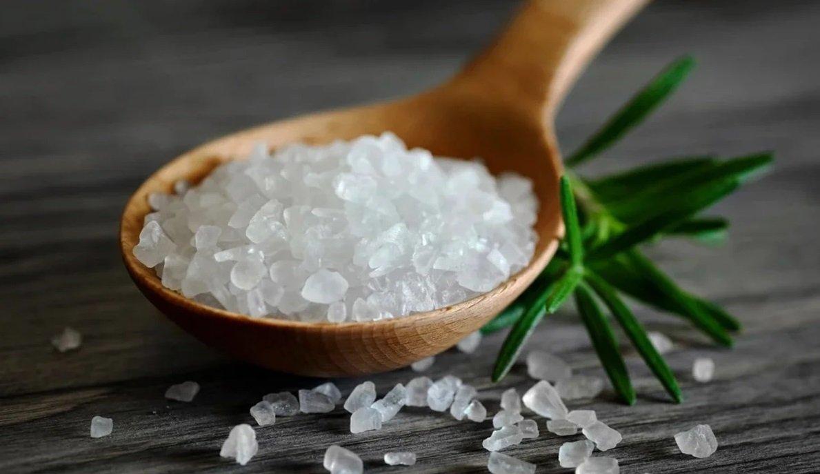 Що станеться зі шкірою, якщо вмиватися щоранку солоною водою