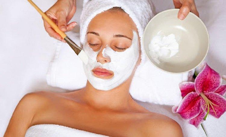 Домашний ботокс за копейки: маска для лица из крахмала вернет красоту и молодость надолго
