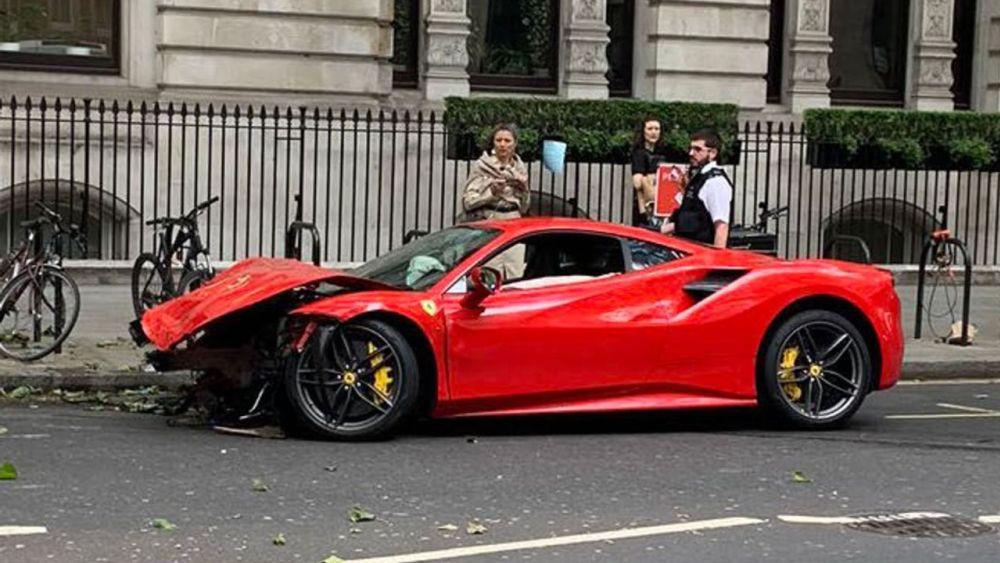 Известный певец разбил арендованный Ferrari стоимостью 300 000 евро