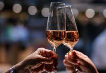 Чому медики категорично не рекомендують пити алкоголь перед сном - today.ua