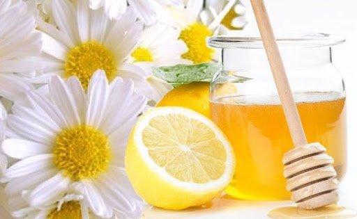 Маска для волосся в домашніх умовах: рецепт з медом і ромашкою