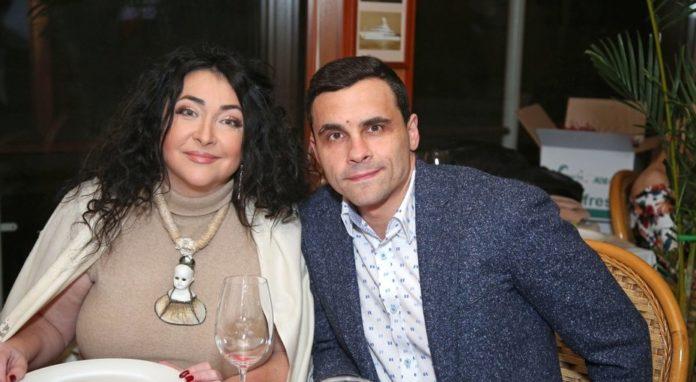 Екс-чоловік Лоліти проводить карантин з новою родиною: щастя було так близько - today.ua