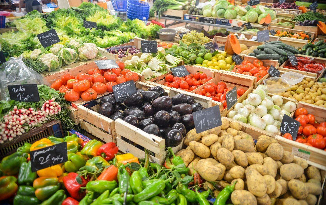 Розорення фермерів, скажені ціни на овочі та закриття ринків в Україні: похмурий прогноз економіста