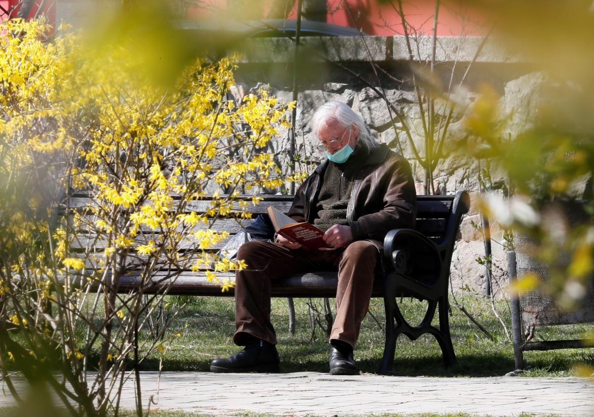 Пенсіонерам пообіцяли щомісячну надбавку до пенсії: кому і на скільки підвищать  - today.ua