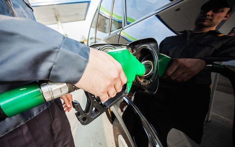 Заправил бак неправильным топливом – что будет и что делать?