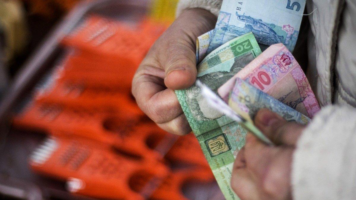 Украинцам будут платить материальную помощь вместо пенсий: как правильно оформить пособие