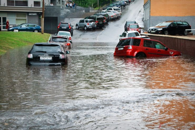 Что может сломаться в автомобиле, если проехать через глубою лужу