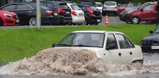 """Що може зламатися в автомобілі, якщо проїхати калюжу повільно"""" - today.ua"""