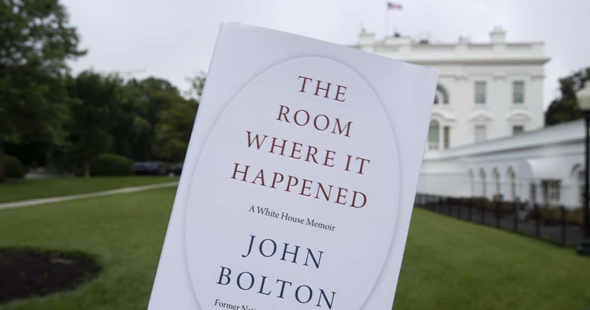 Порошенко за бюджетні гроші хотів собі виторгувати підтримку на виборах, - Джон Болтон