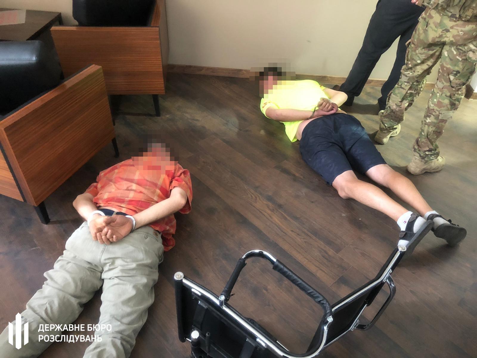 """Гучна операція силовиків у Вінниці: ДБР затримало """"радника"""" президента та генерала СБУ"""