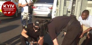 ДТП с пьяными темнокожими мужчинами под Киевом: украинские патрульные рискнули задержать нарушителей - today.ua