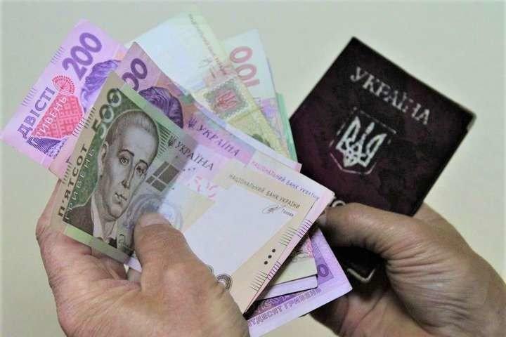Українців попередили про затримку пенсій: названа причина  - today.ua