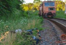 У Дніпрі візочок з дитиною потрапив під потяг: вчинок бабусі ошелешив усіх - today.ua