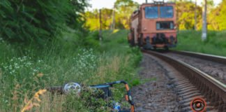 """В Днепре коляска с ребенком попала под поезд: поступок бабушки ошарашил всех"""" - today.ua"""