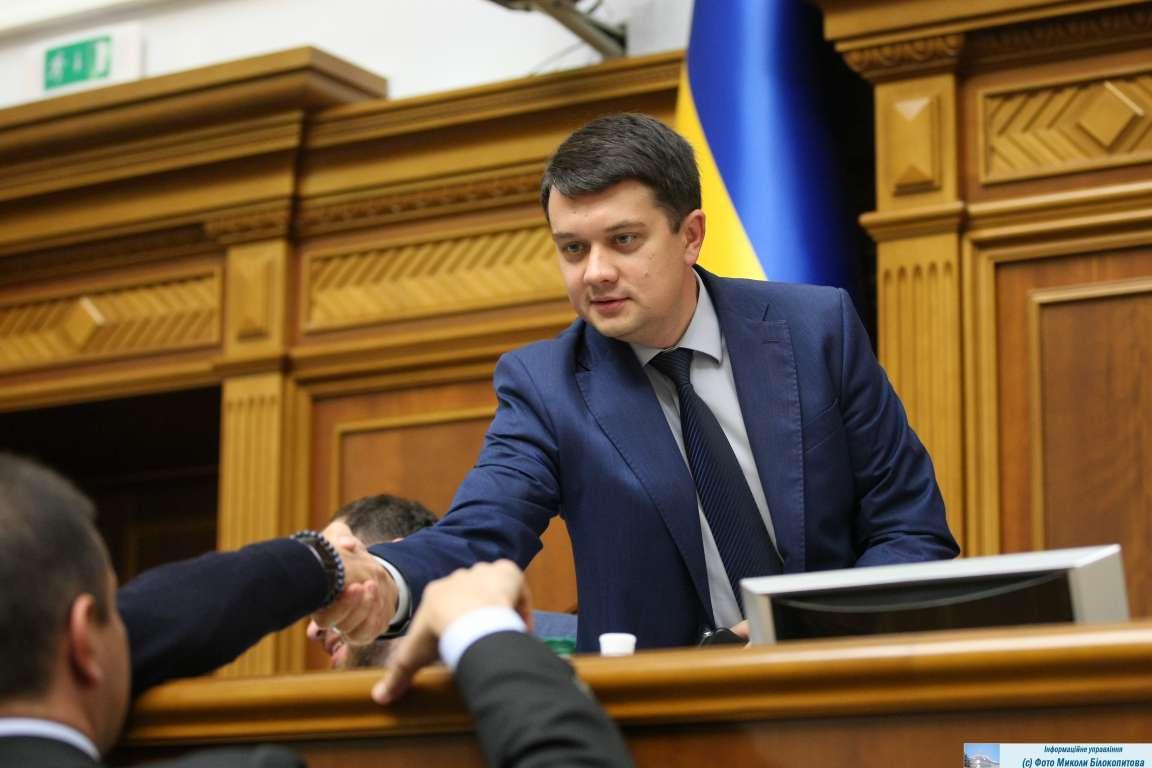 """Разумков рассказал о повышении зарплат нардепам: """"Должен быть достойный уровень"""""""