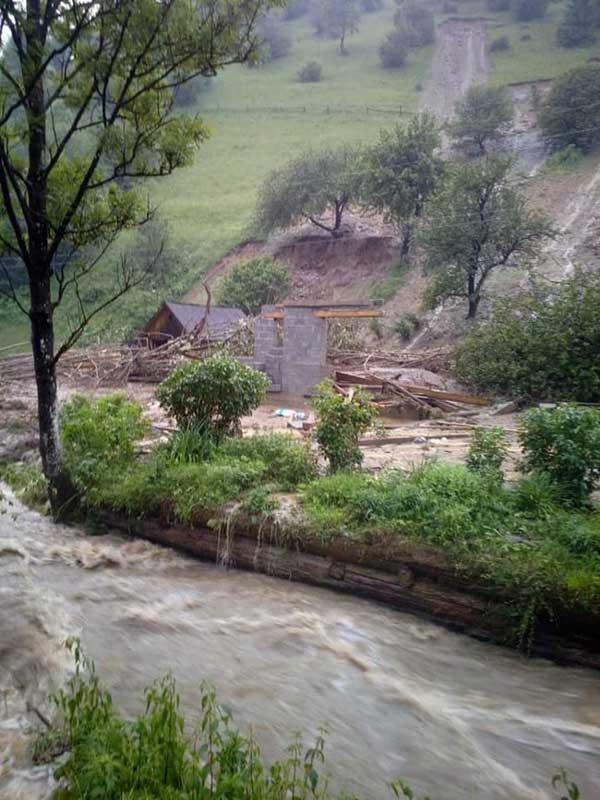 Новий удар стихії по Західній Україні: Закарпаття знову йде під воду
