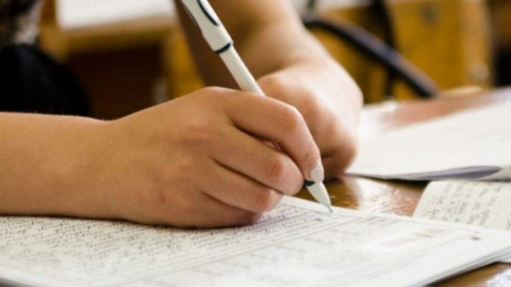 Выпускников украинских школ освободили от сдачи экзаменов из-за карантина