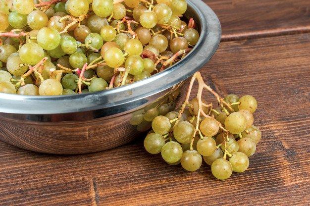 Виноград полезен не всем: что происходит с организмом после употребления фрукта