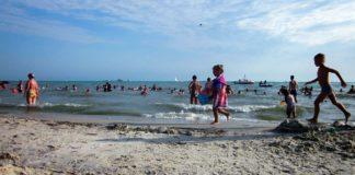 """На пляжі в Залізному Порту втопилася 3-річна дівчинка: співмешканець бабусі недогледів за дитиною"""" - today.ua"""
