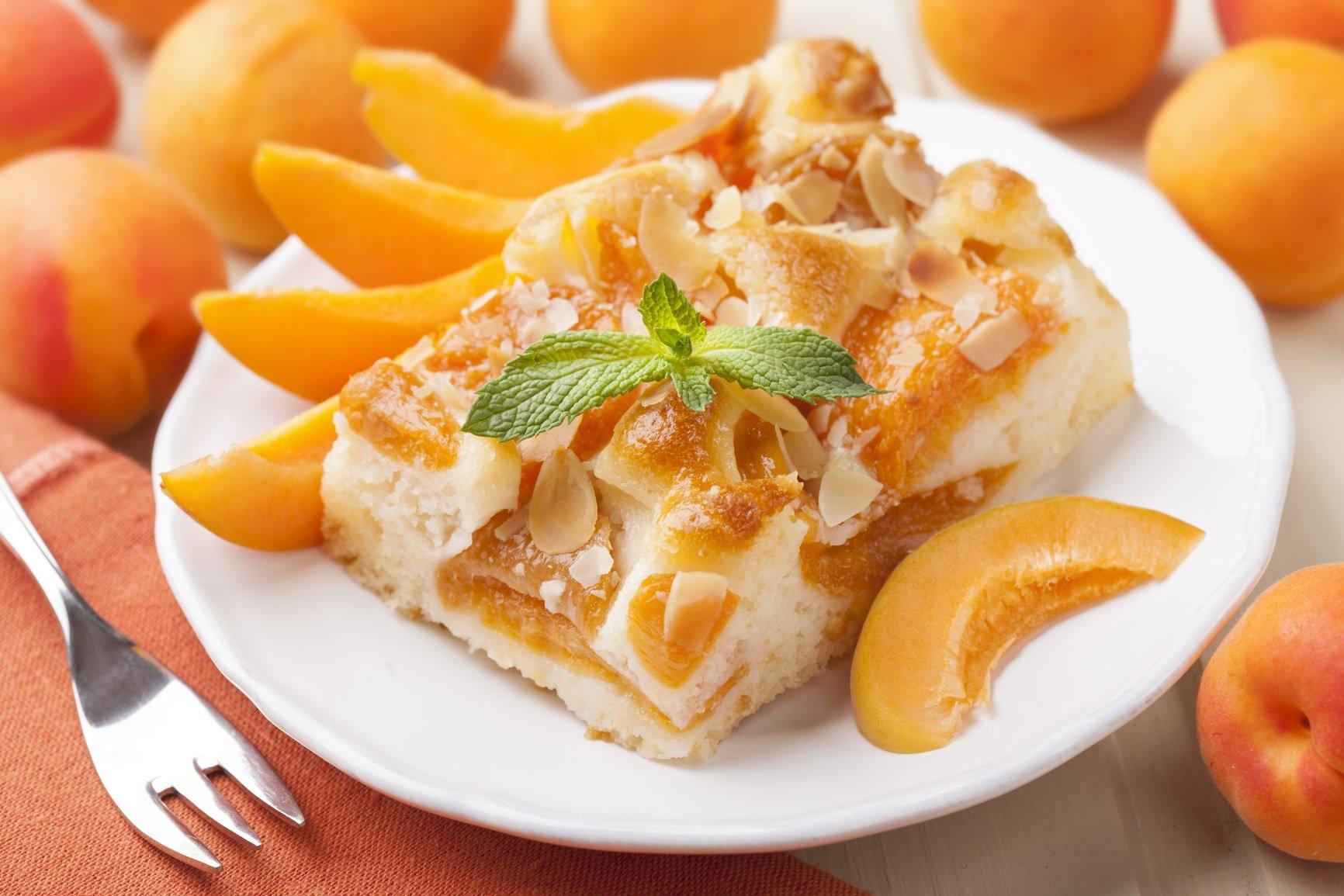 Творожный пирог с абрикосами: рецепт вкусного и легкого десерта - today.ua