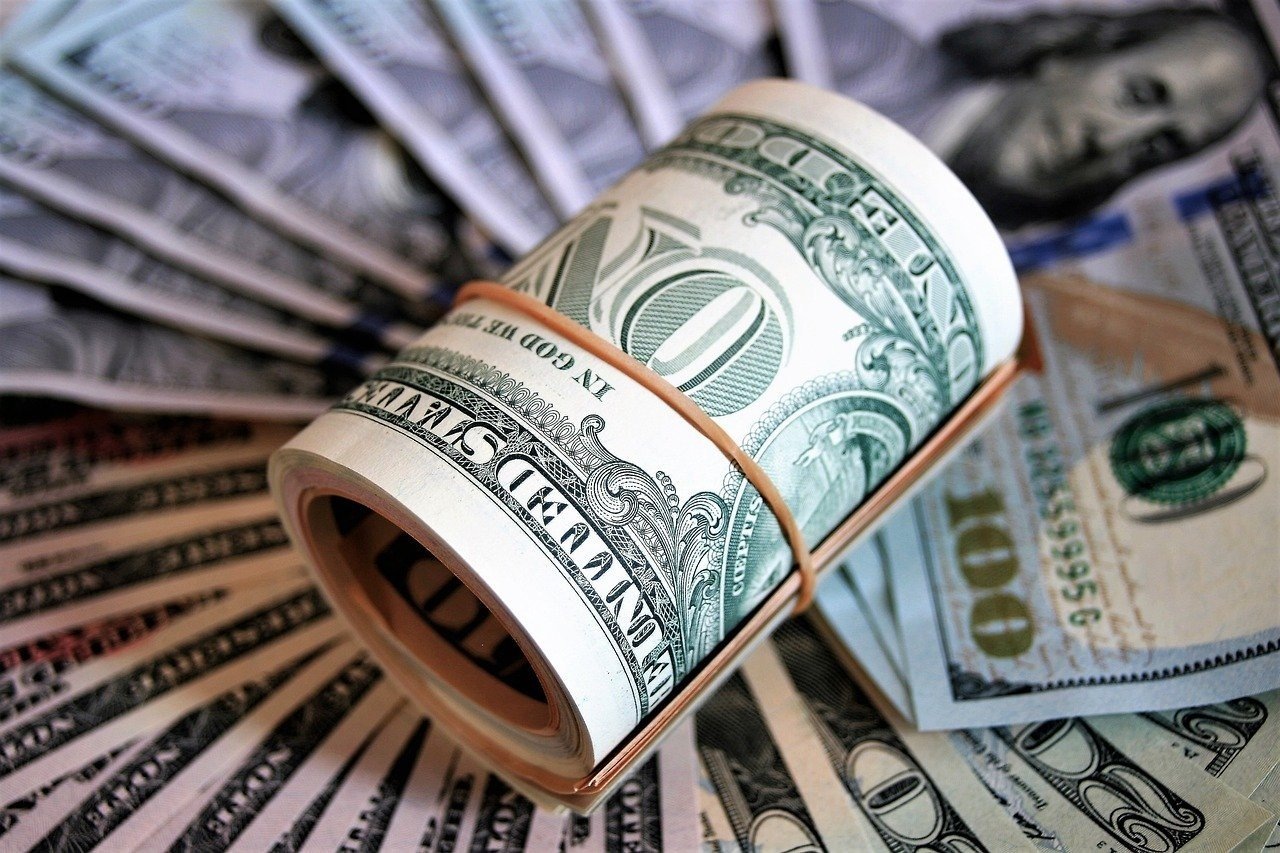 Доллар взлетел в цене: уход Смолия из НБУ спровоцировал резкое падение гривны
