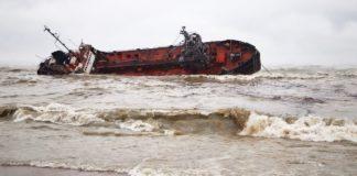 """Екологічна катастрофа в Одесі: із затонулого танкера """"Делфі"""" знову розлилася нафта"""" - today.ua"""