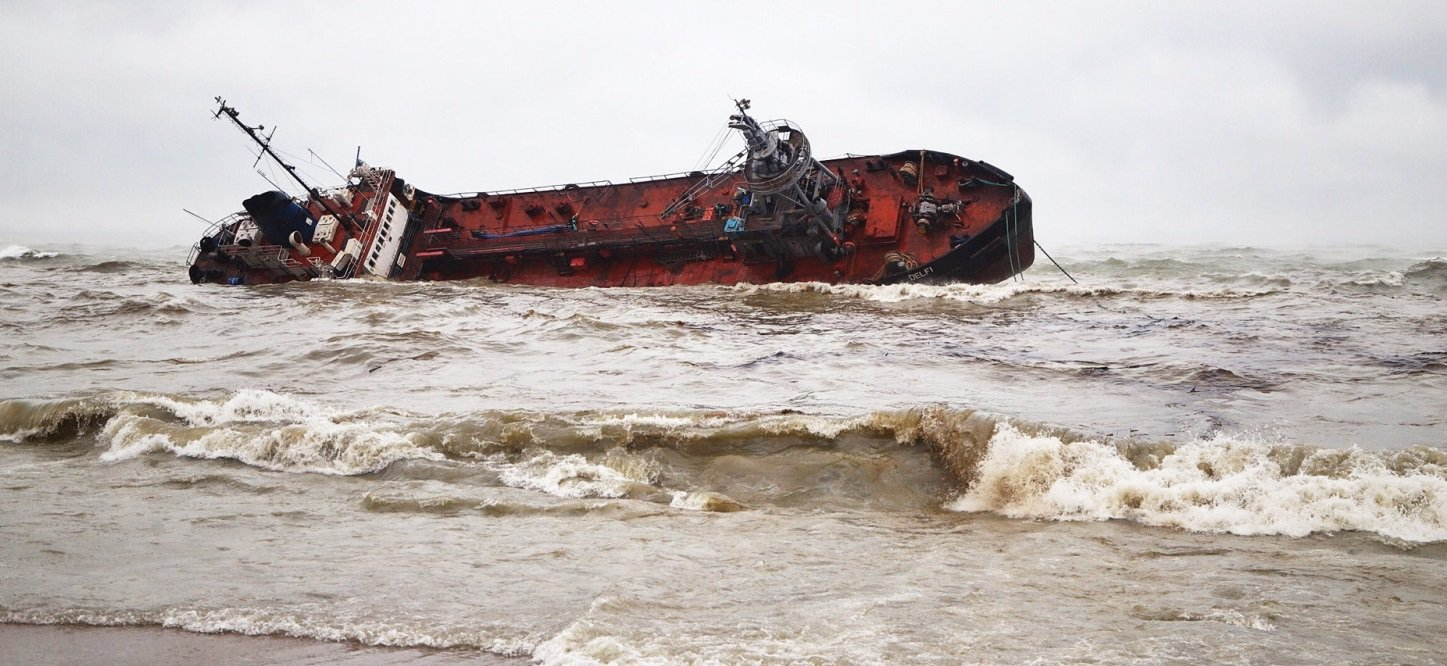"""Экологическая катастрофа в Одессе: из затонувшего танкера """"Делфи"""" снова разлилась нефть - today.ua"""
