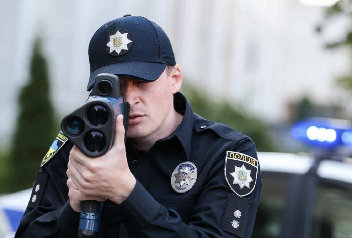 На улицы украинских городов вышли полицейские: граждан просят отнестись с пониманием - today.ua