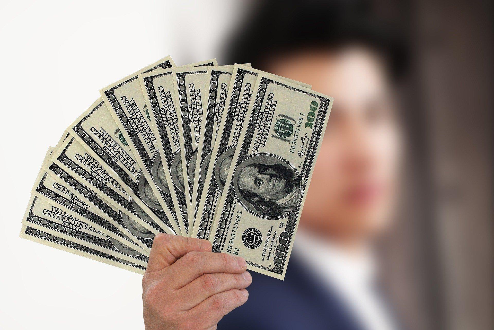 Доллар взлетел в цене: уход Смолия из НБУ спровоцировал резкое падение гривны - today.ua
