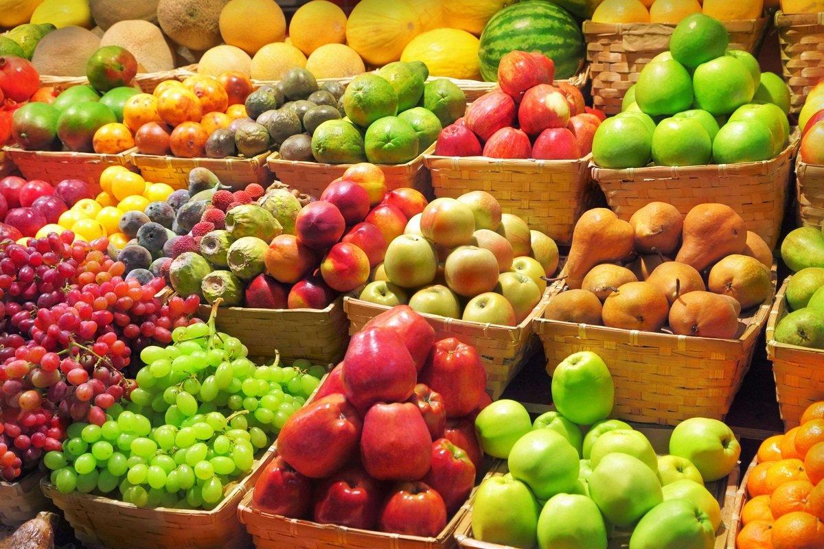 В Украине яблоки стали дороже бананов: почему местные фрукты взлетели в цене