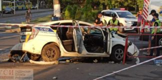 """ДТП в Одессе: полицейский автомобиль врезался в микроавтобус, трех человек госпитализировали"""" - today.ua"""