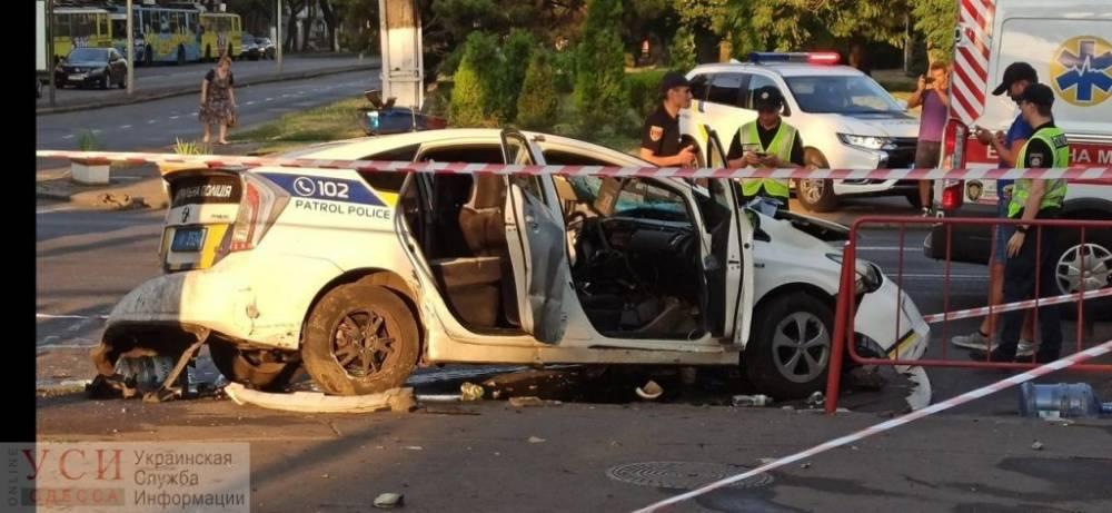 ДТП в Одессе: полицейский автомобиль врезался в микроавтобус, трех человек госпитализировали - today.ua