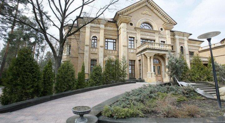 Палац із золота та мармуру: у Мережі з'явилися фото дачі в Конча-Заспі, куди переїхав жити Зеленський  - today.ua